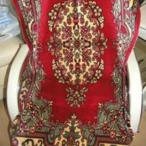 Продам одну красную накидку на кресло