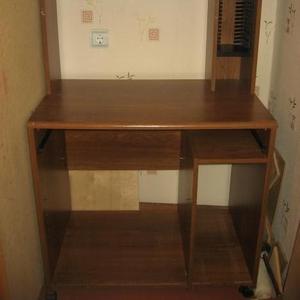 Продам компьютерный стол на колесиках